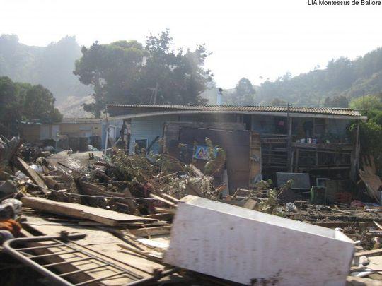 Conséquence du tremblement de terre du 27 février 2010 au Chili au niveau de Duao / Consequences of the 27 february 2010 earthquake in the Duao city in Chile